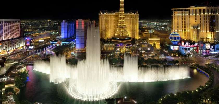 Image from: https://static.mgmresorts.com/content/dam/MGM/bellagio/hotel/exterior/bellagio-exterior-fountains-premier-fountain-view-high.jpg.image.1152.550.high.jpg